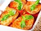Рецепта Печени пилешки пържоли от гърди на фурна с доматен сос и сиренца